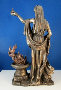 hestia-statue02
